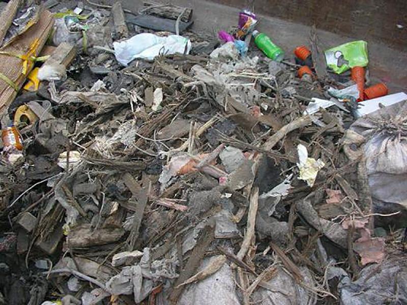 コンクリート廃材からのゴミ